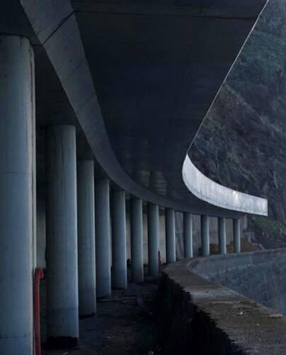 Túnel de carretera a cielo abierto en Ribeira Brava